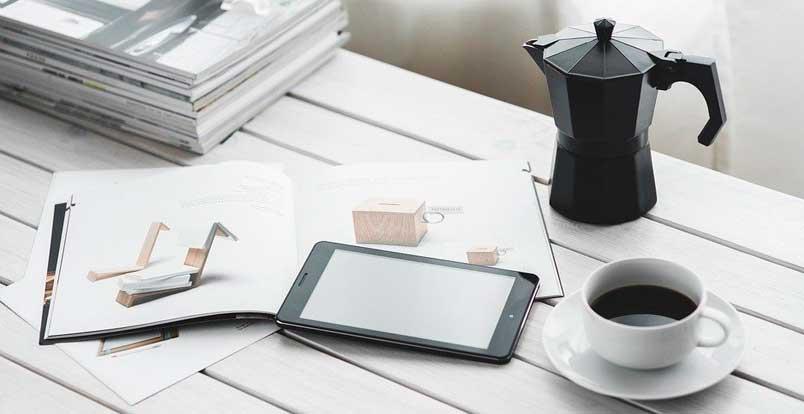 Materiais impressos e mídia digital